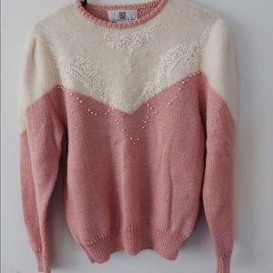 🐇VINTAGE 80/90s pearl and embroidered sweater